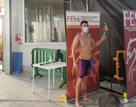 Sergio Vaquero celebra su récord de España