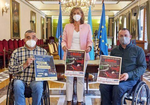Presentación del campeonato de hockey en silla eléctrica en el ayuntamiento de Oviedo